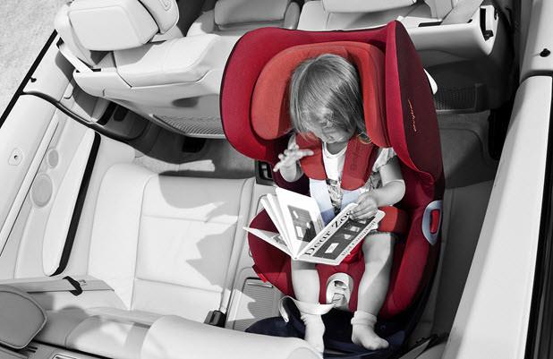 ¿Cómo distribuir los niños en el asiento trasero?