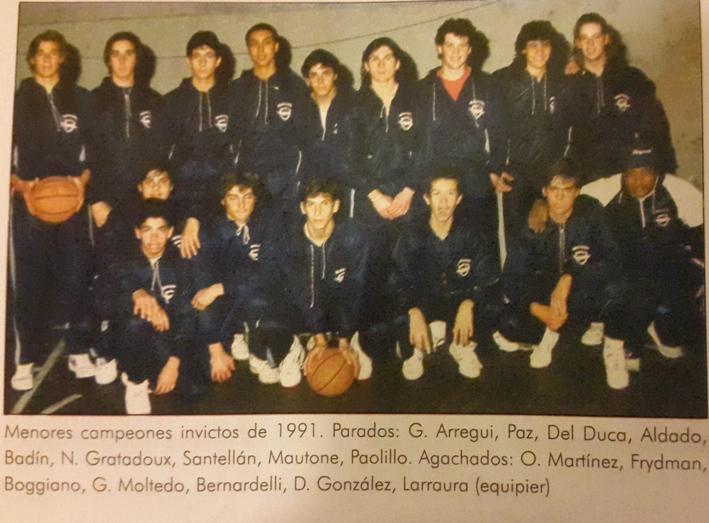 Martín Paolillo con el equipo campeón invicto de Menores de Malvín en 1991