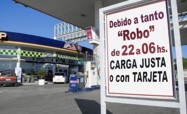 Taxis en Montevideo y estaciones de servicio sin efectivo
