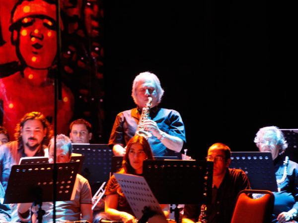 La Banda Sinfónica en La Mennais y el Lourdes