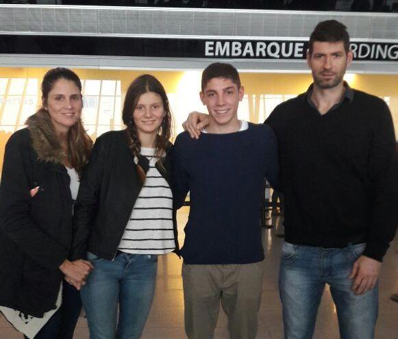 Federico con Julieta y los padres de ella, Verónica y Juliano