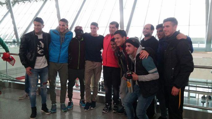 Federico Valverde y sus amigos en el aeropuerto