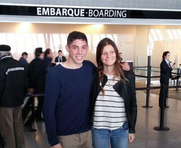 Federico Valverde y su novia malvinense Julieta Rivera antes de partir