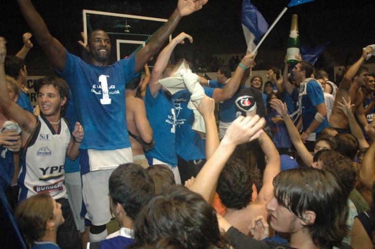 10 años del primer campeonato del Club Malvín: festejos en el Cilindro Municipal