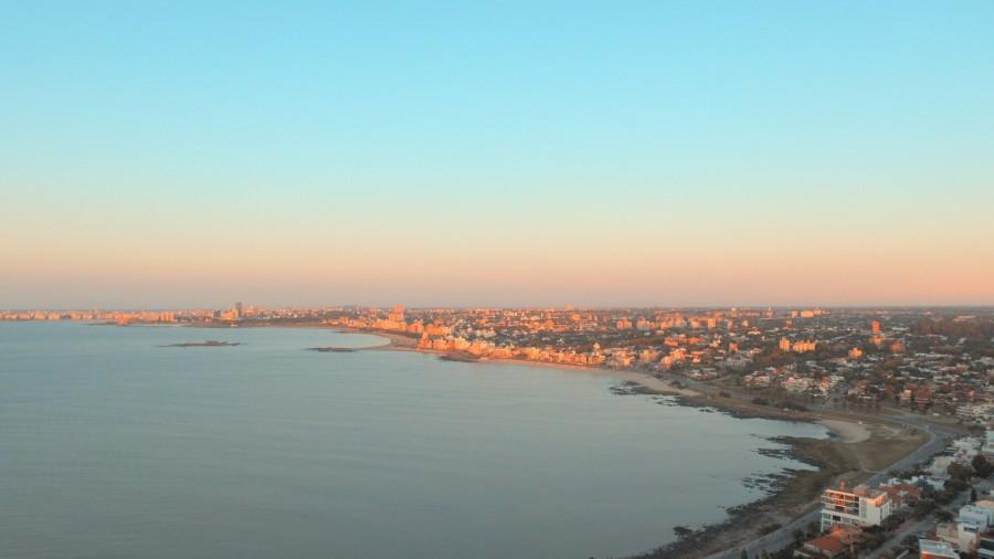 Mirá este amanecer aéreo de Playa de los Ingleses, Playa Honda y Playa Malvín