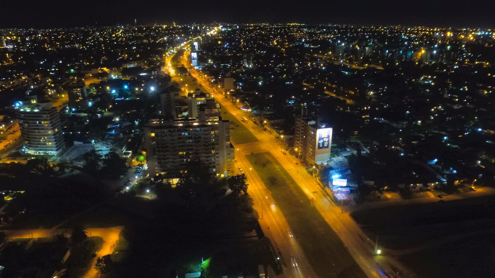 Malvín en la noche: Avenida Italia