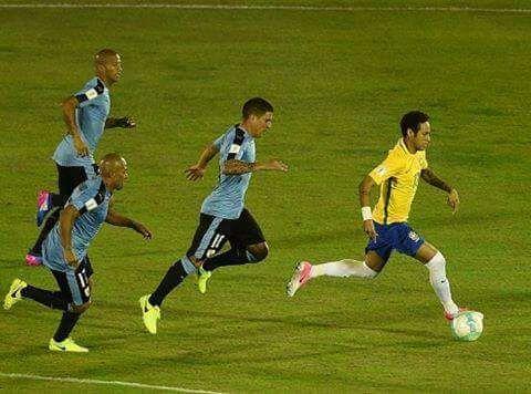 Uruguay 1 Brasil 4: los corrimos de atrás