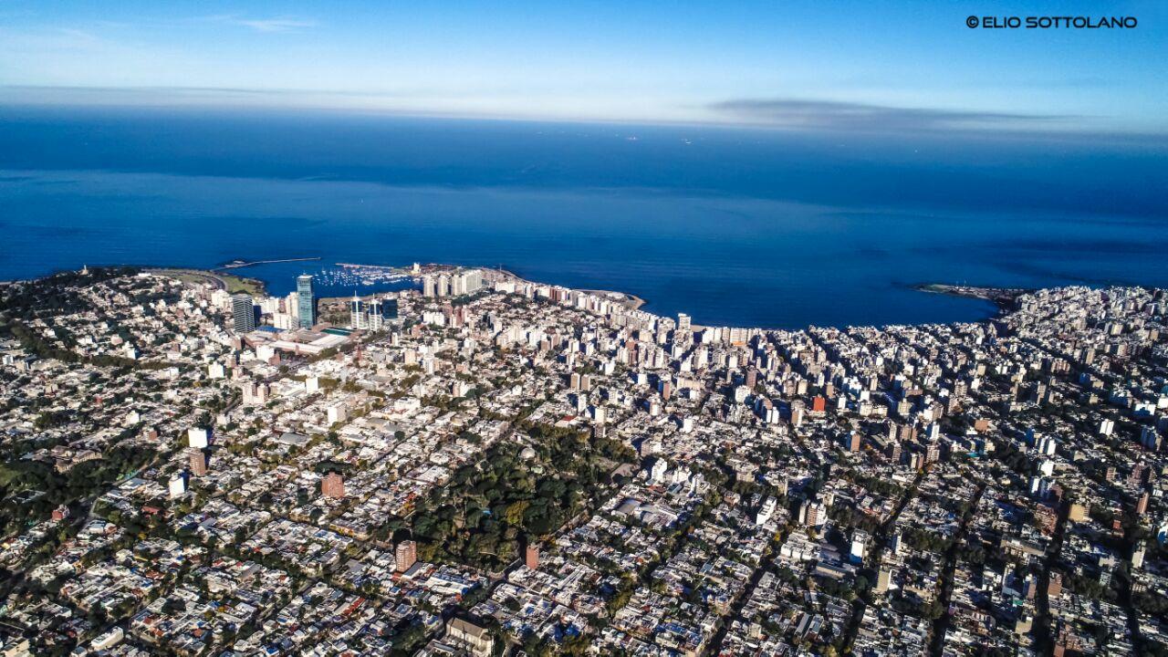 Maravillosa toma de Montevideo desde el aire