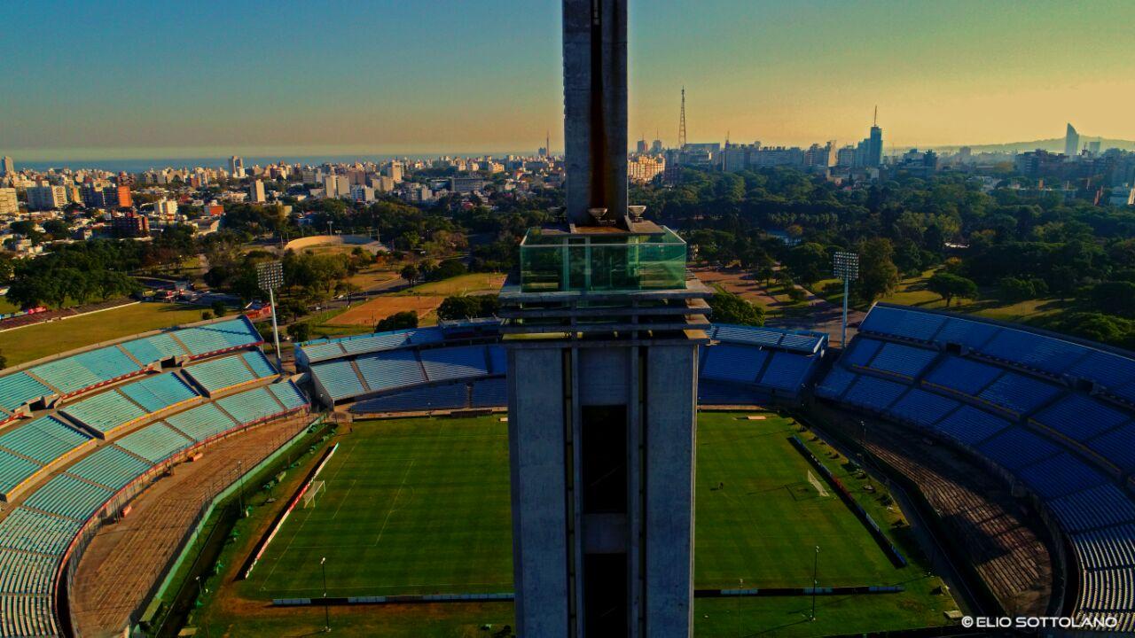 Atardecer en la Torre de los Homenajes del Estadio Centenario