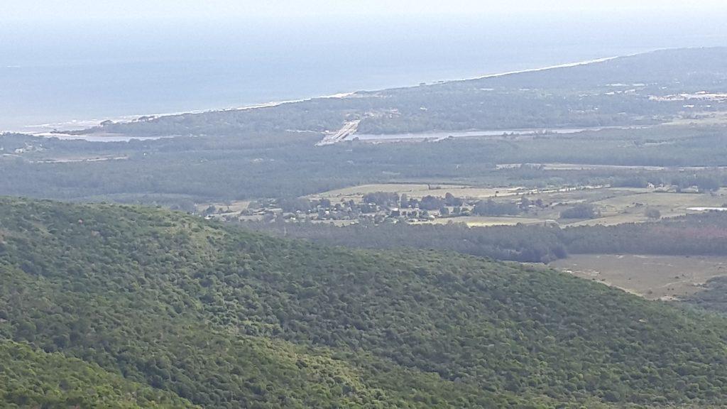 Vista desde el Cerro de las Ánimas hacia el arroyo Solís Grande, donde se encuentra uno de los peajes