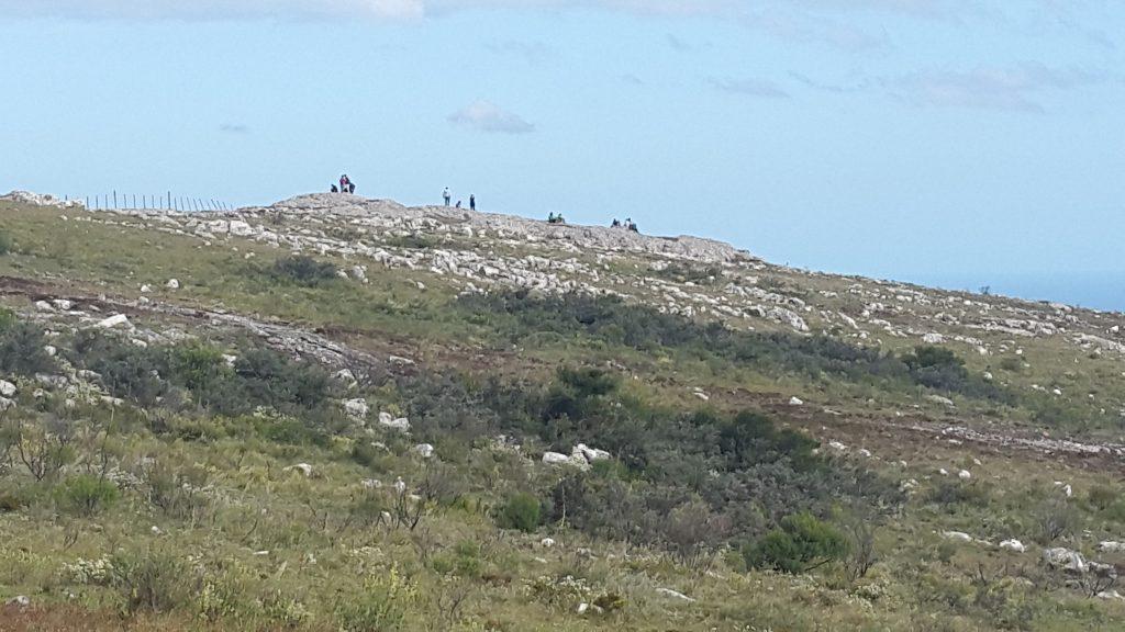 Cima del Cerro de las Ánimas: allí se erigió en 1930 un mástil con nuestra bandera para conmemorar los 100 años de la Jura de la Constitución