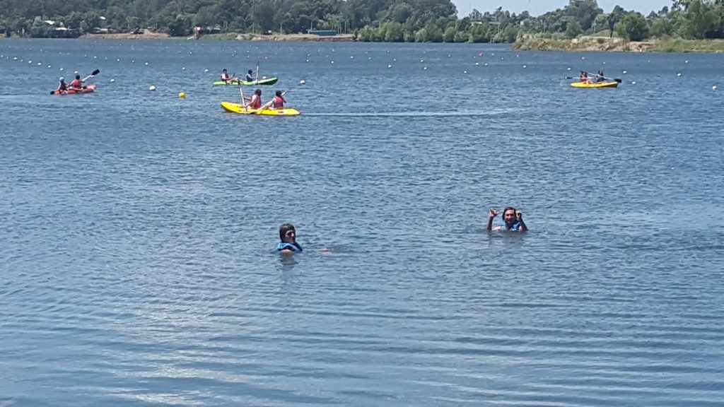 Nos fuimos por el día a la escuela de canotaje del lago Calcagno!!!