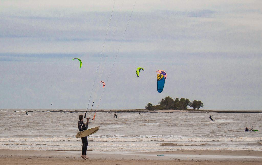 Dónde hacer Kitesurf en Uruguay? Foto de Gissel González