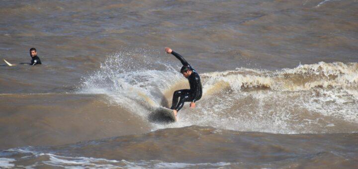Tras la tormenta, surf en la Playa Honda! Imágenes de Florencia García
