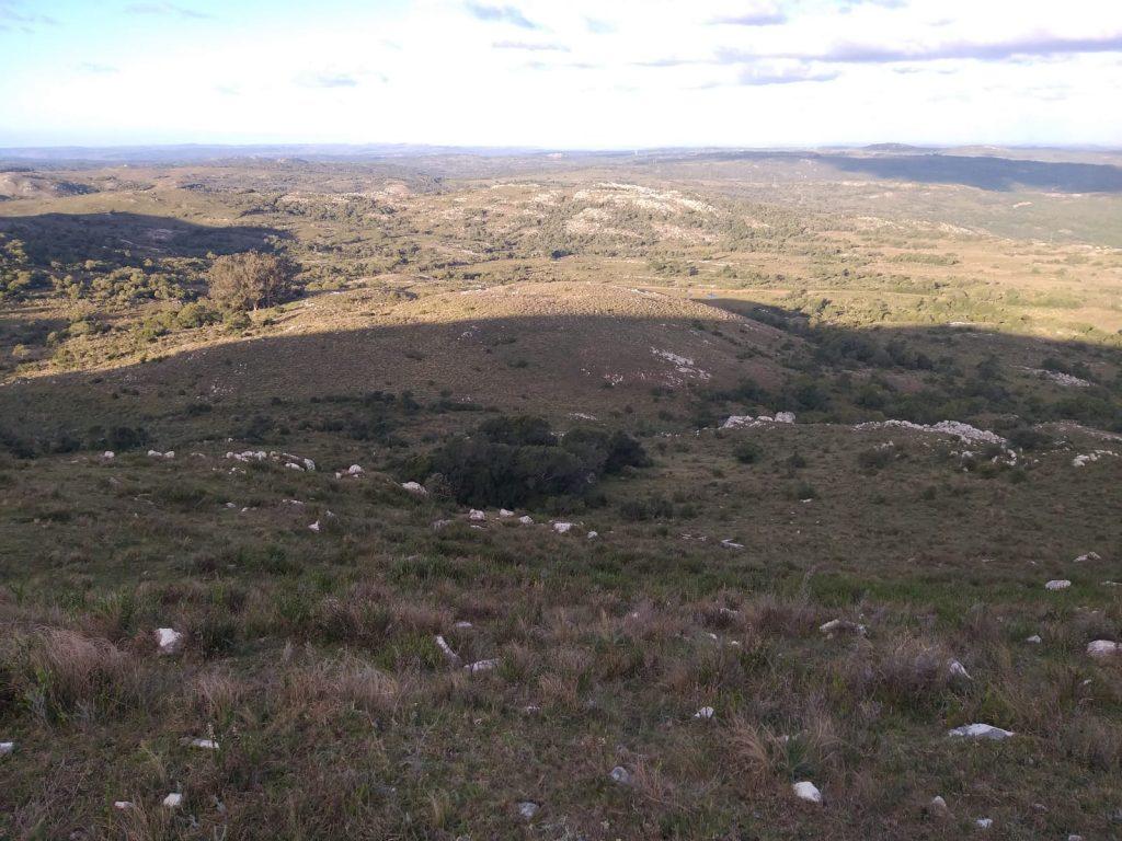 Se puede descender del Cerro hacia el lado norte