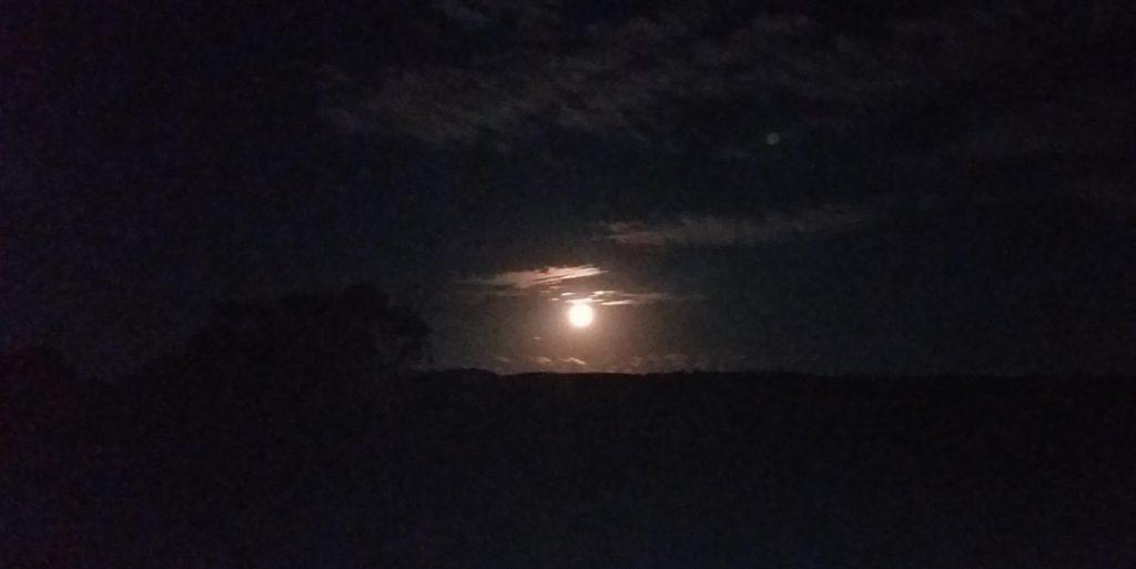 Qué simboliza la luna para los charrúas?
