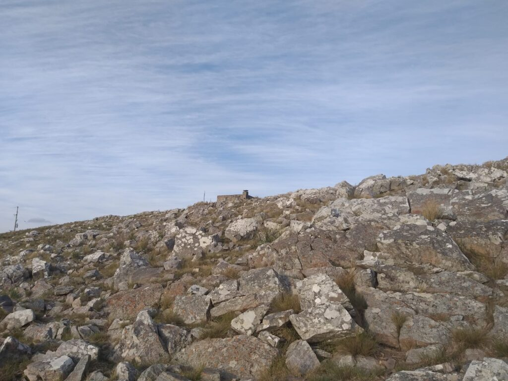 Llegando a la cima del Cerro del Cura